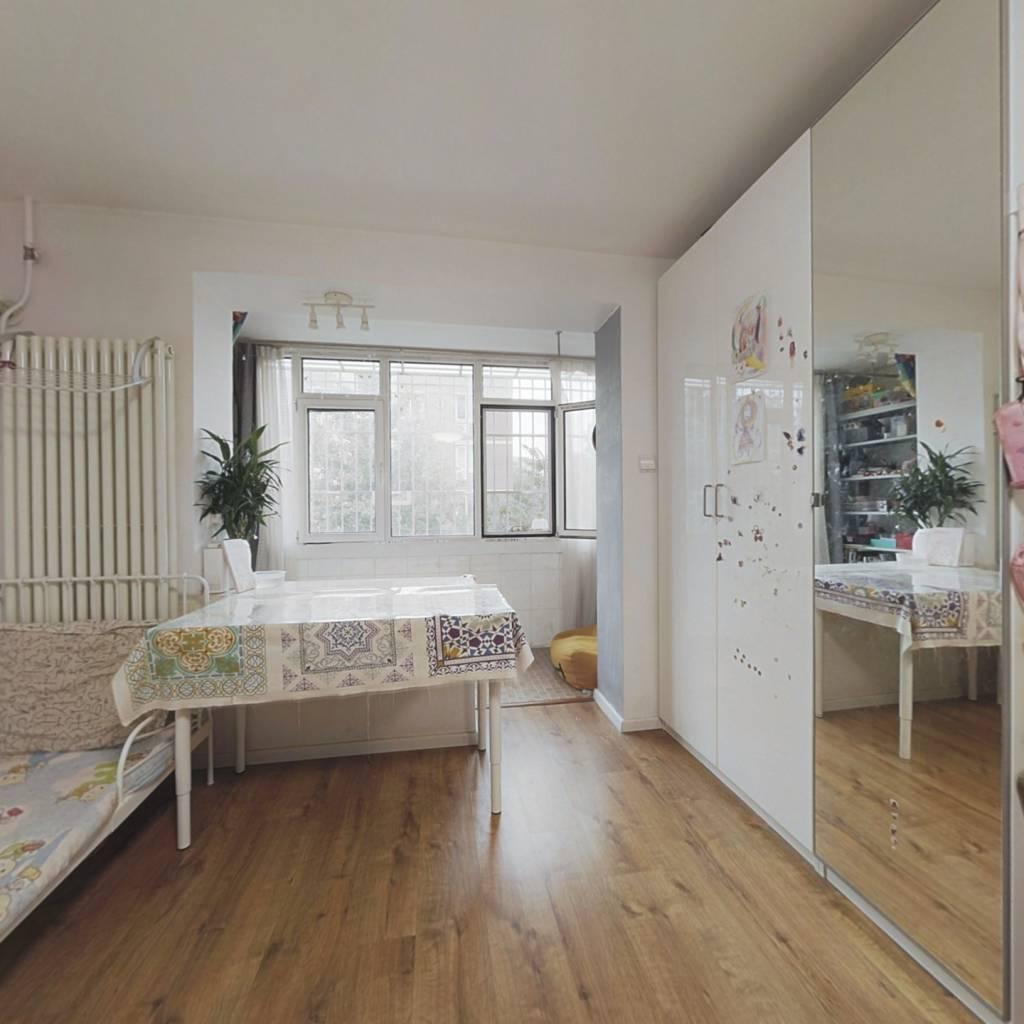 中间楼楼层 精装一居室 看房方便 南北朝向