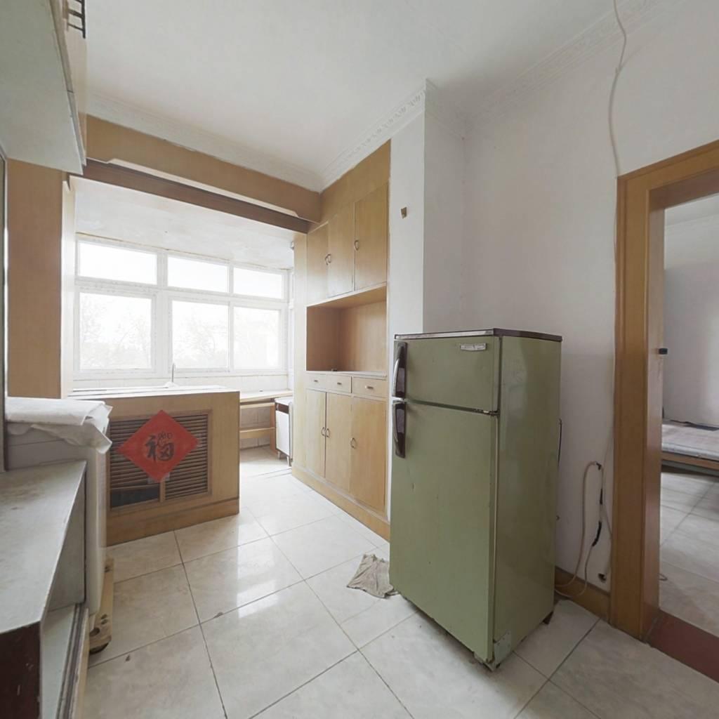南厂住宅中区 朝南两居室 户型方正出行方便