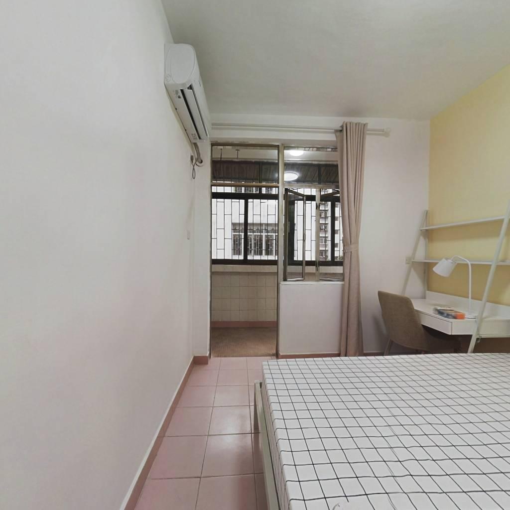 合租·香蜜新村 4室1厅 南卧室图