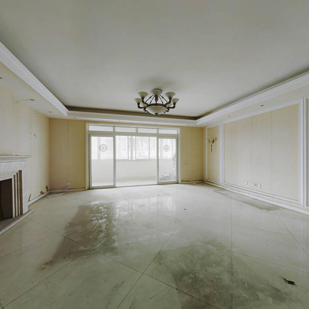 小区环境好+大三房+基装可以+大阳台