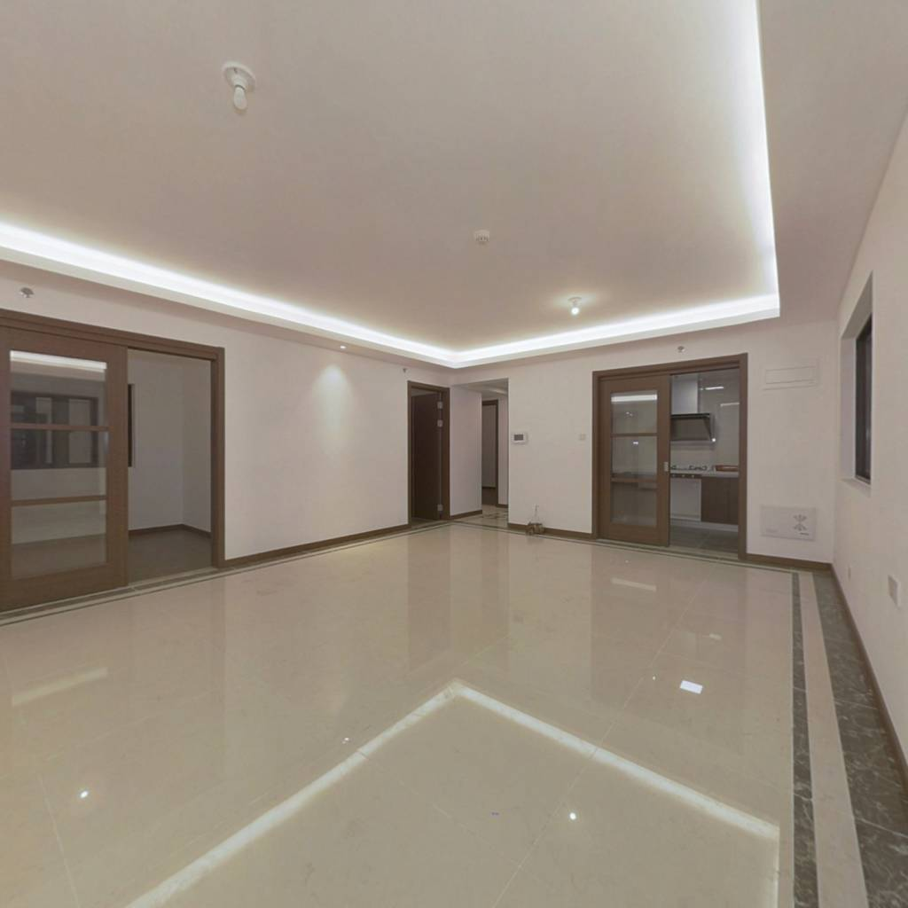 五象总部基地 大五房出售 超大阳台 地铁口万科物业