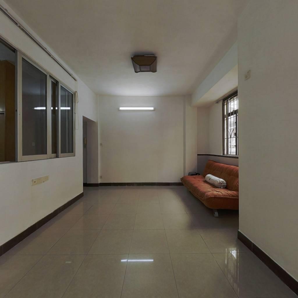 此房满五唯一,生活配套成熟,布局方正,实用。