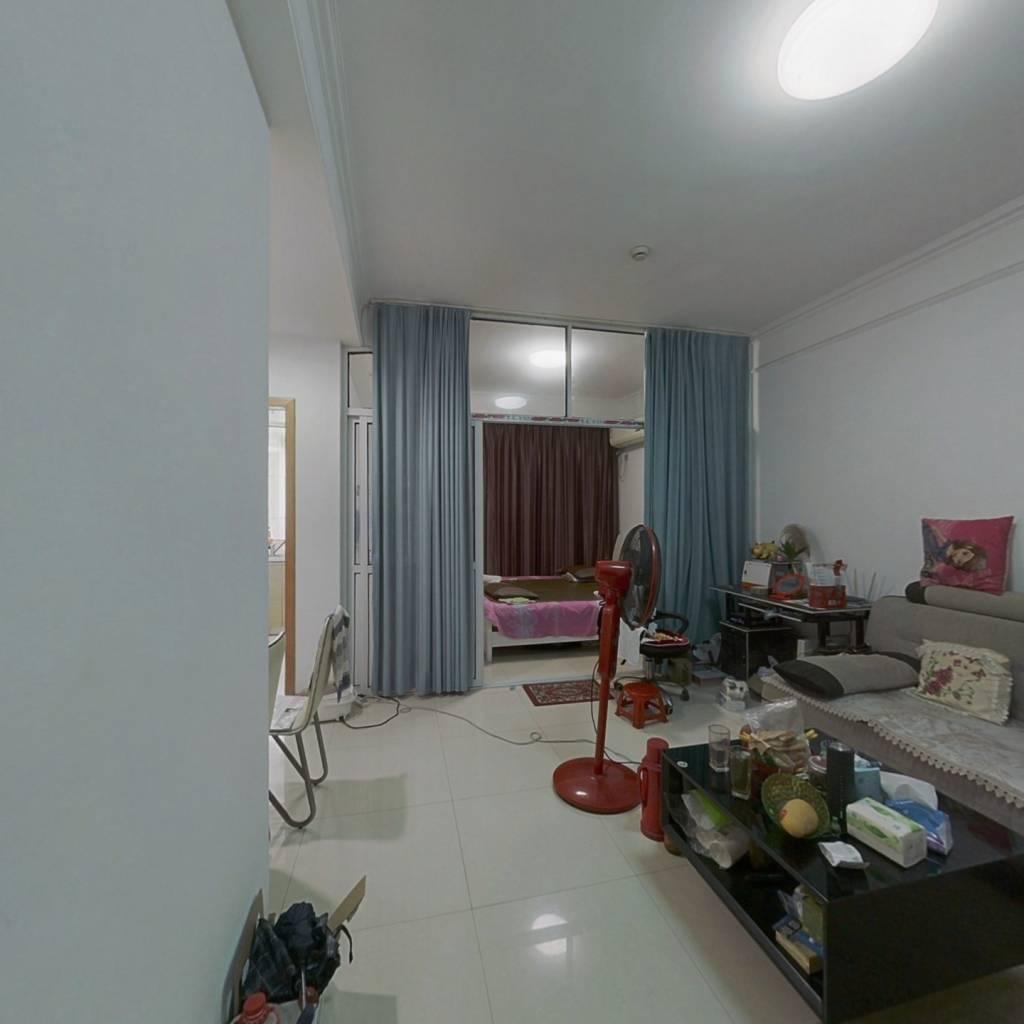 世贸广场公寓  两室一厅 精装修 房东诚心出售