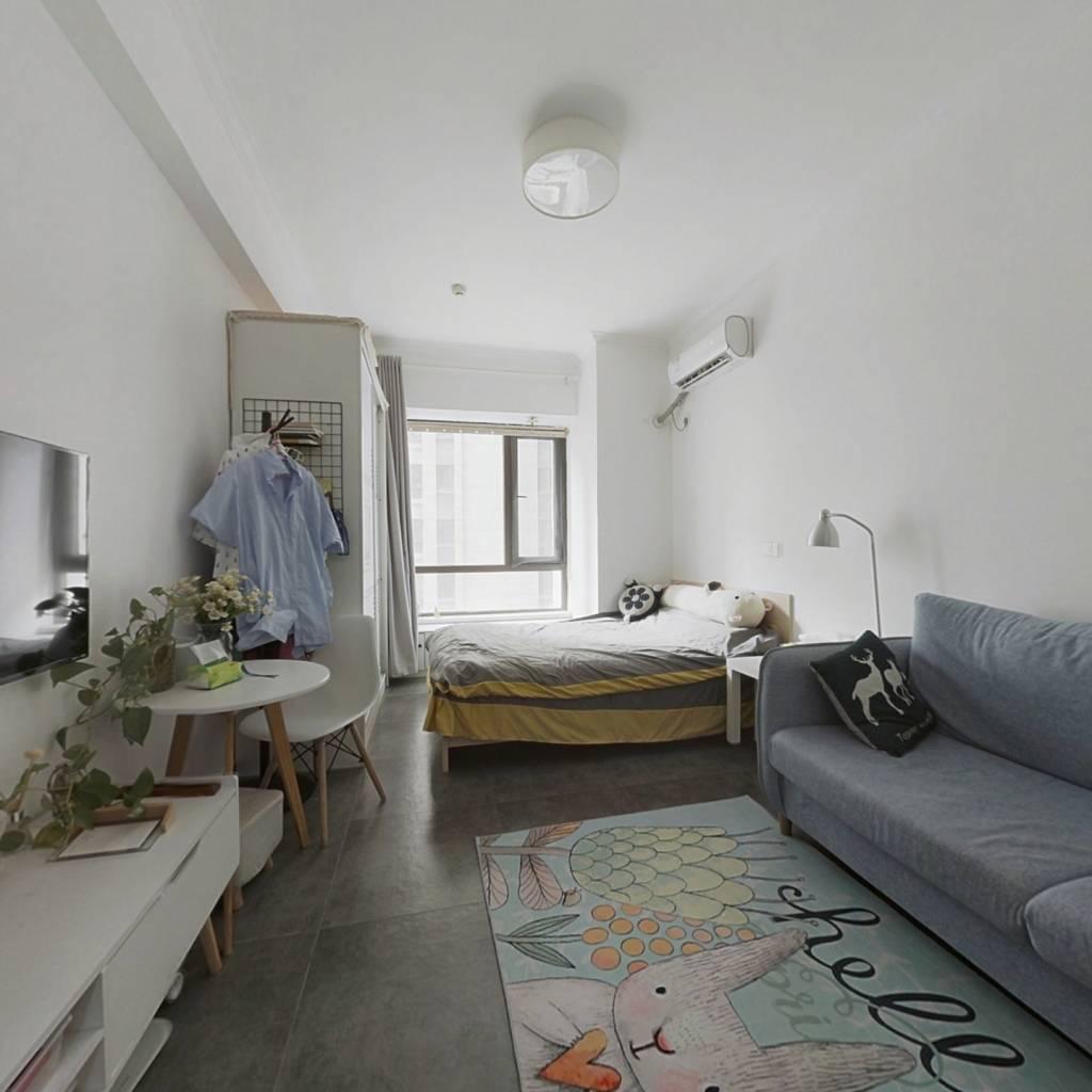 此房是平层公寓.中间楼层.采光充足.