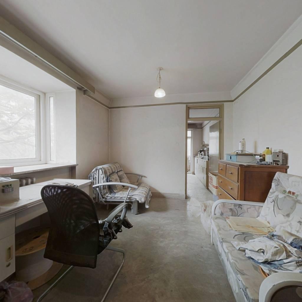 东南一居室,客厅带飘窗,中间楼层,看房随时