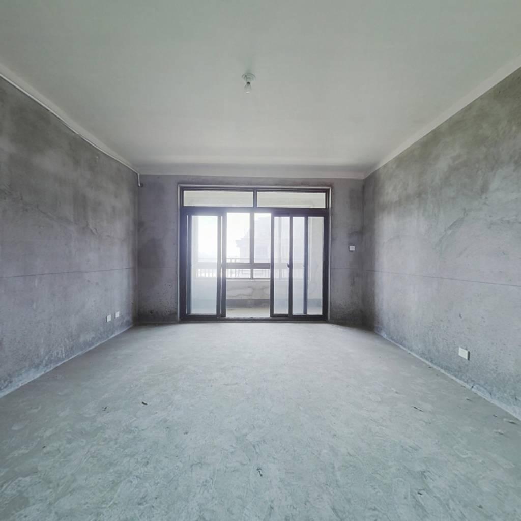 此房产证满五年 户型方正采光好 8楼带阁楼