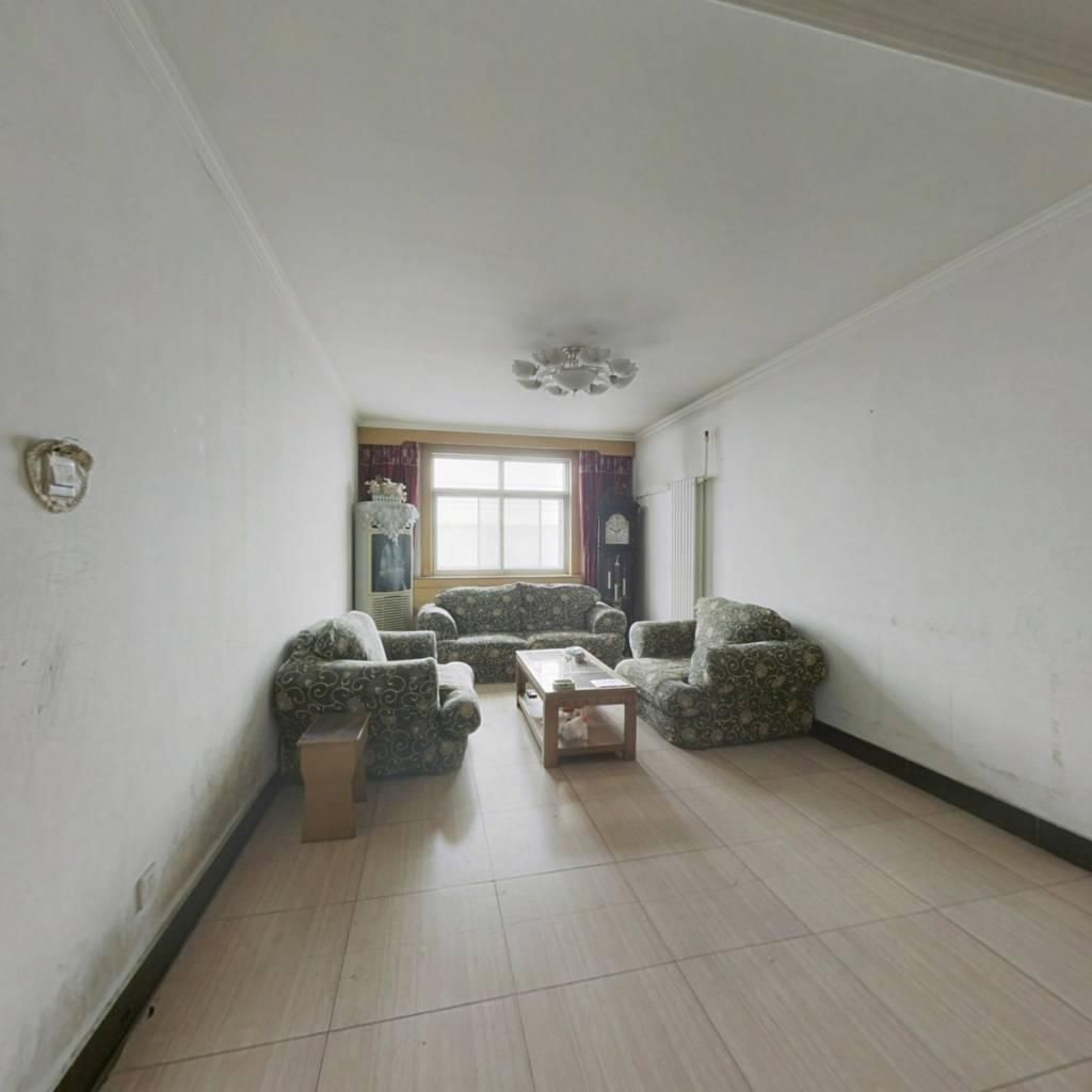 阳面客厅  三室两厅  中间楼层  全天采光好