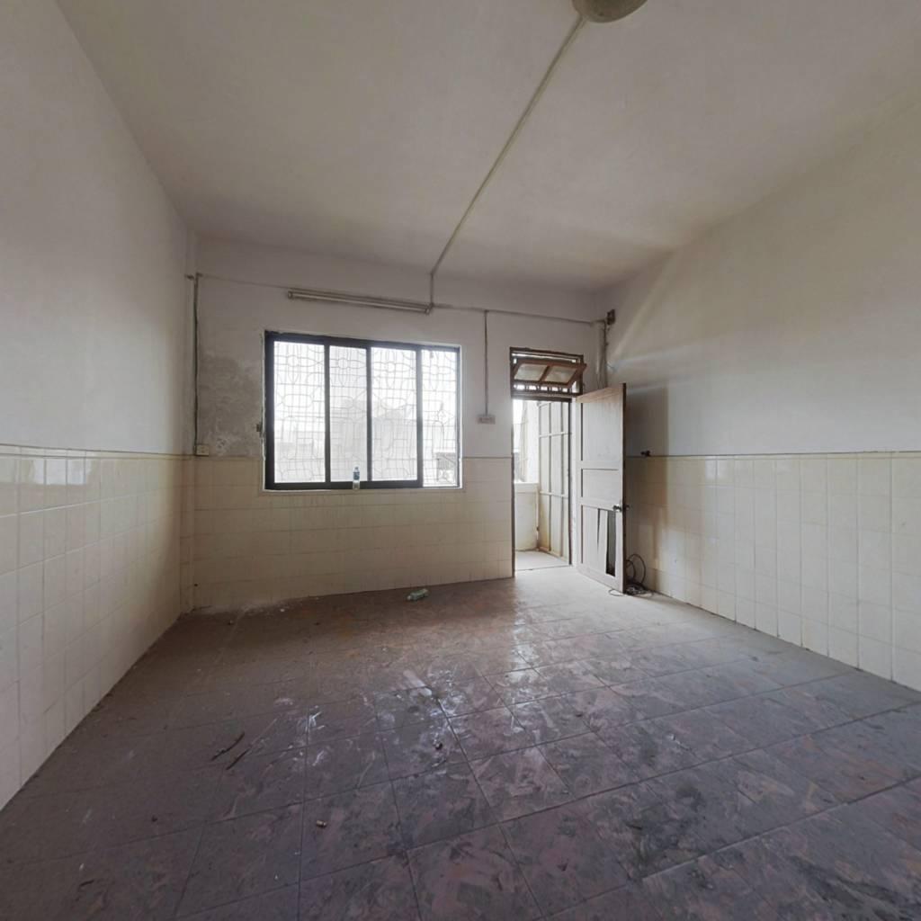 美湾南小区,楼梯五楼中楼层,简装3+1,双实配套。
