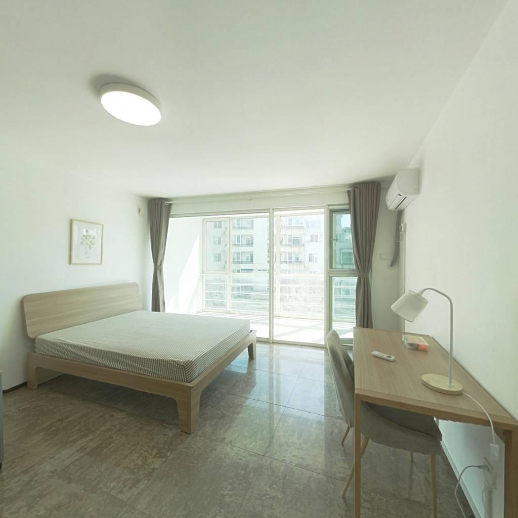 合租·万象新天一区 4室1厅 南卧室图