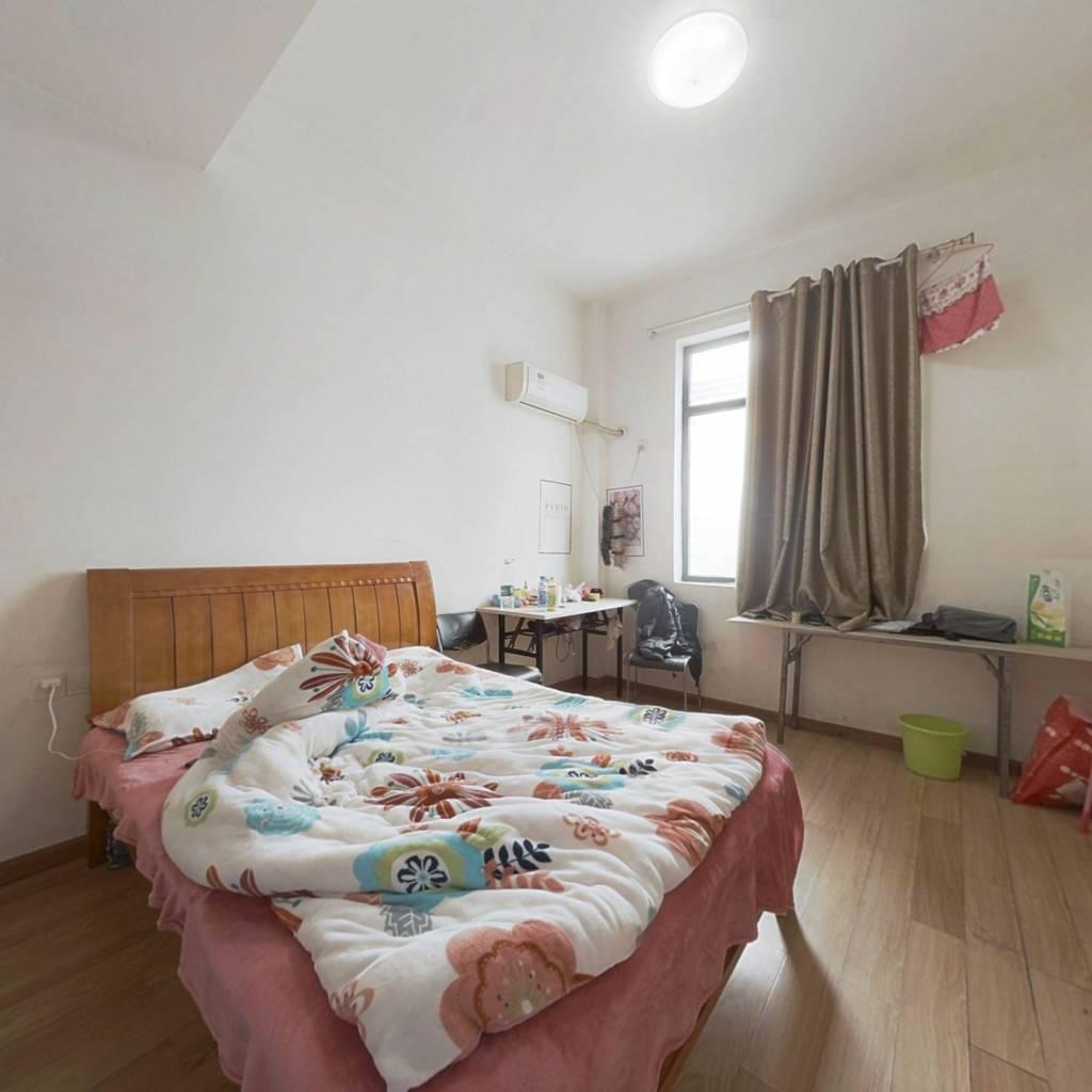 光谷一路地铁口  谷方公寓一居室好房诚心出售!