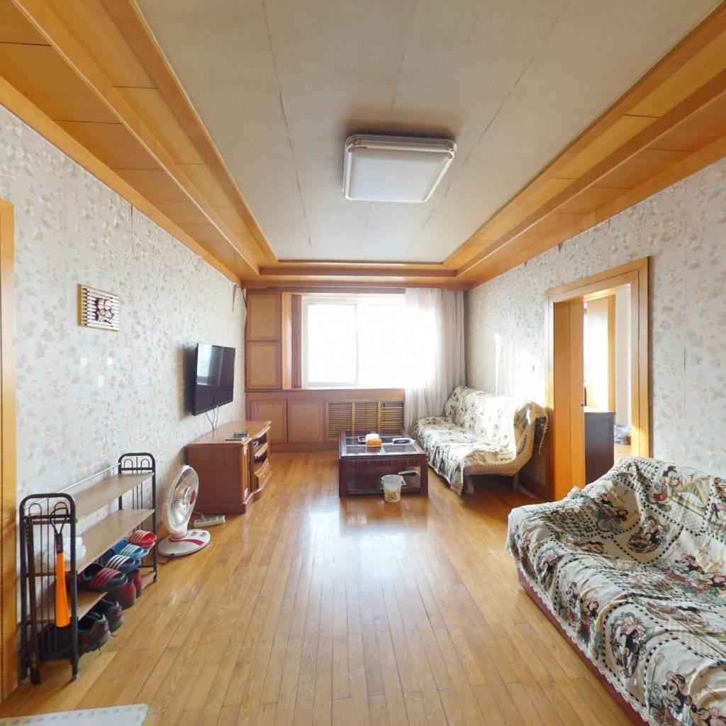 此房是东西通透的户型,交通便利,配套齐,采光充足.