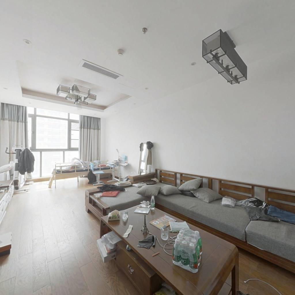 嘉润公馆精装修一房,70年产权,看房方便。