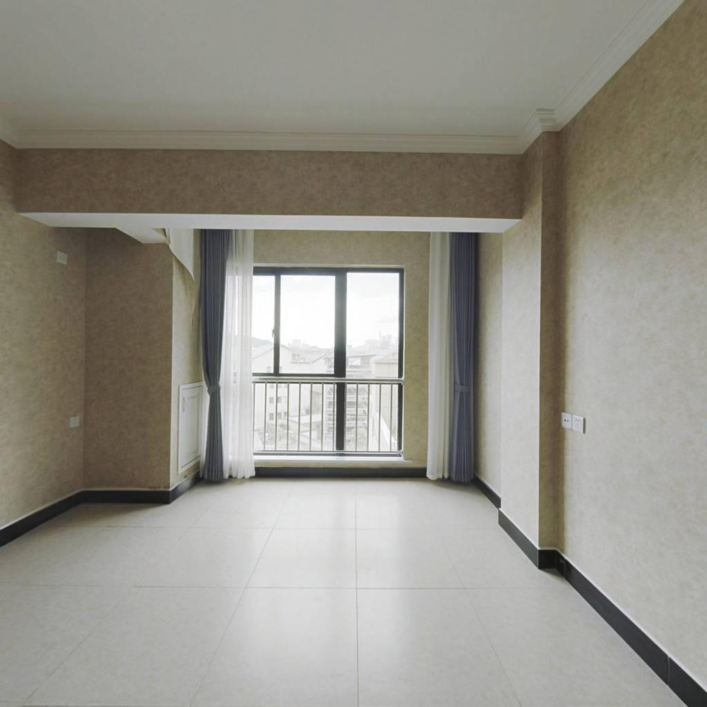 次新精装修单身公寓,自带商体,交通便利