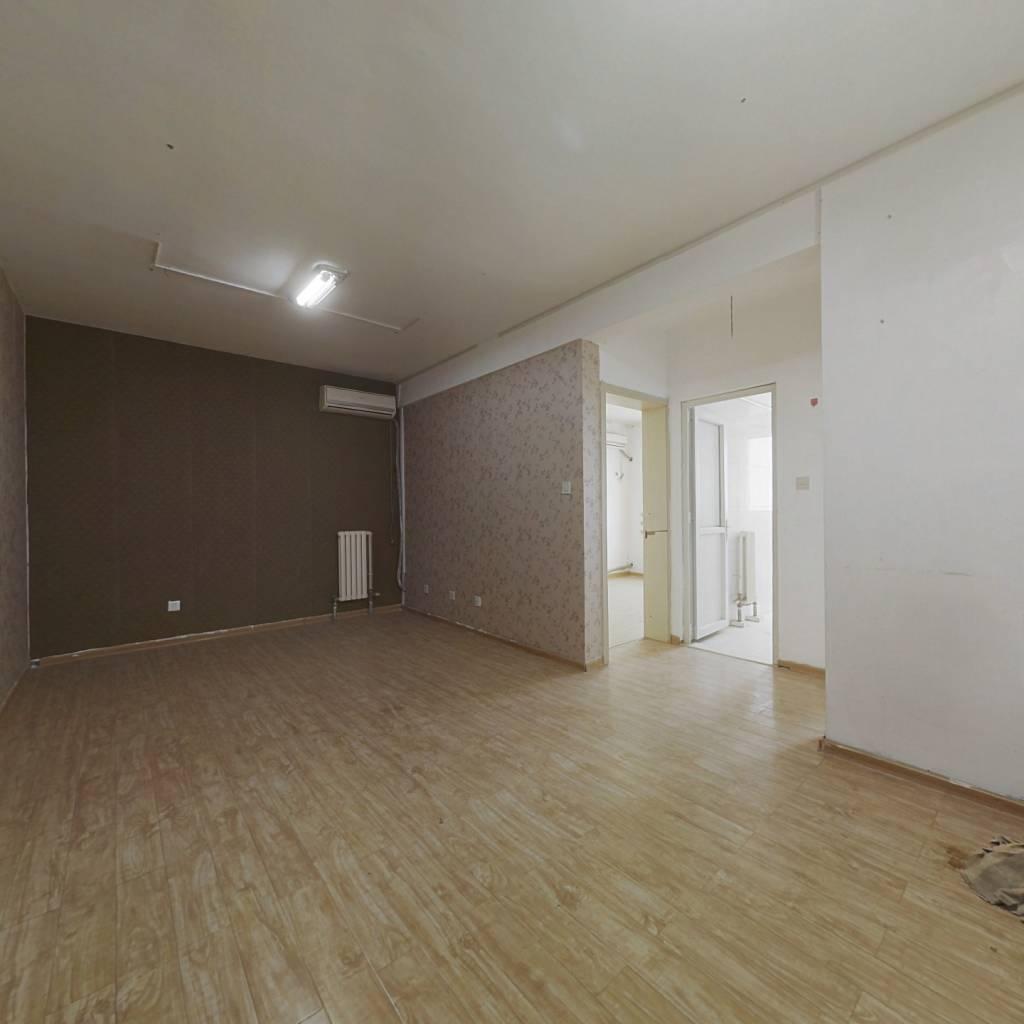 阳光100T区两室房出售 可贷款