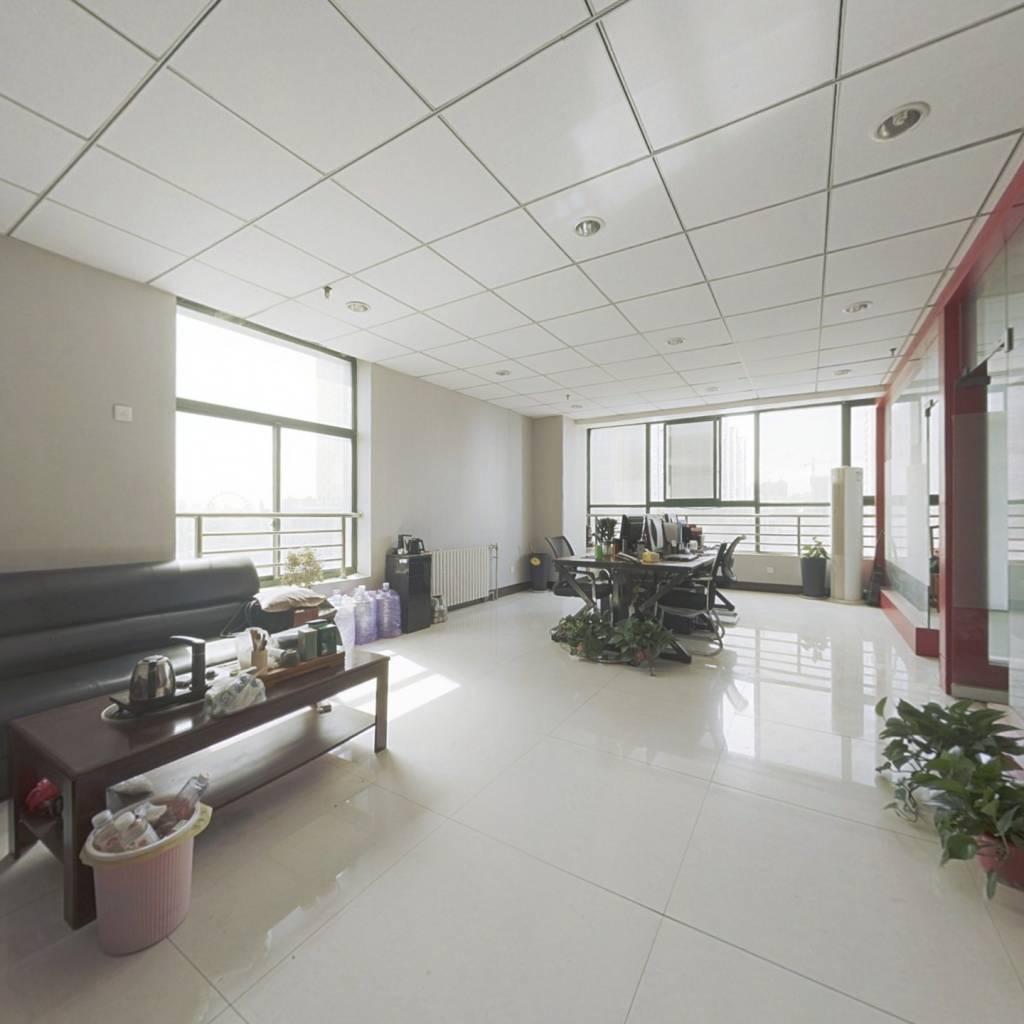此房,采光比较好,电梯房,做办公室很行,也可以住..