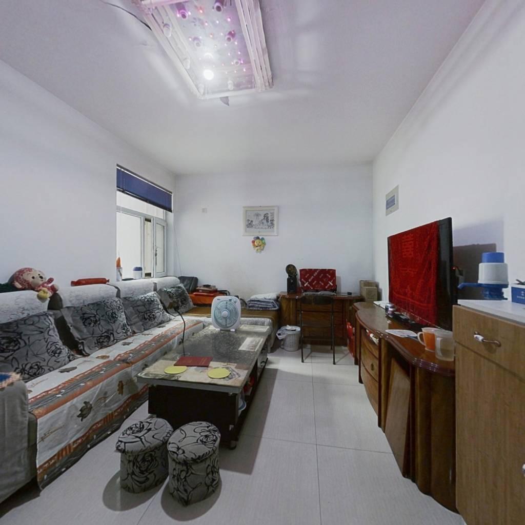 精装修,楼层适中,采光通风无遮挡 房主急售