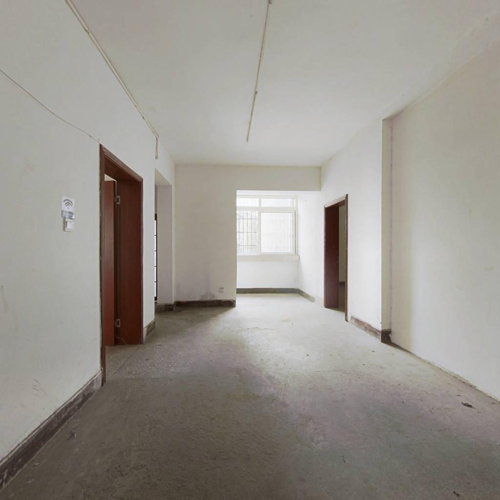 此房位于巴蜀小 学旁步行400米左右,业主小孩没有用过
