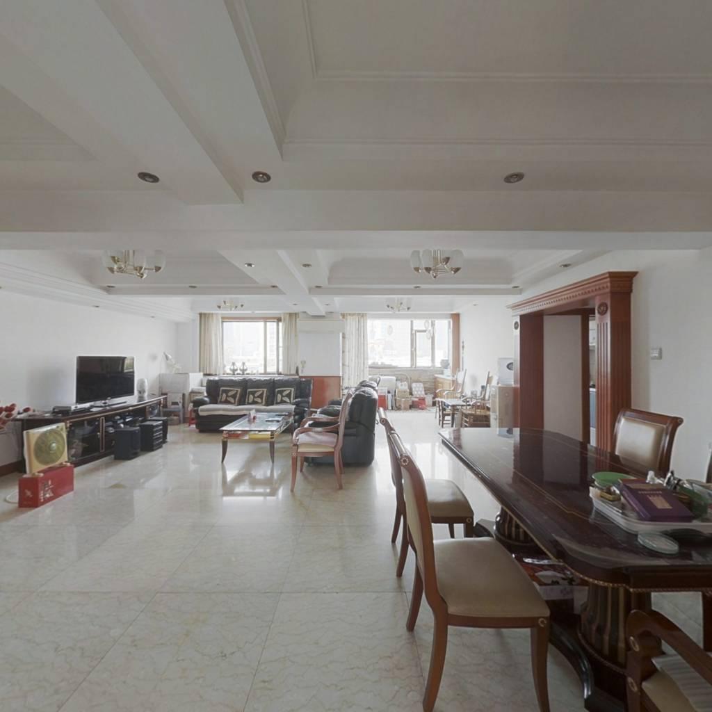 岳阳道 大两室可弄肆室 一梯两户 八楼到顶的六楼