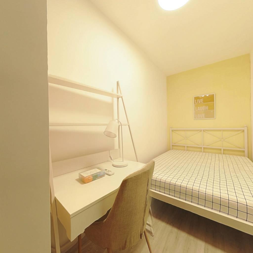 合租·绿地御桥苑 3室1厅 南卧室图