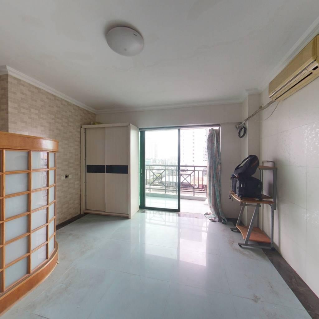 一德路 电梯一房 带有大阳台 视野好