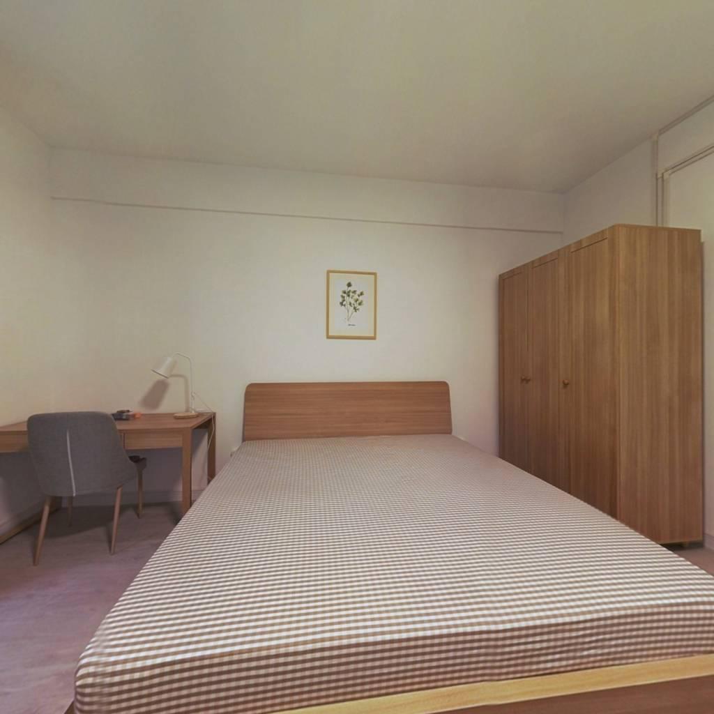 合租·凤凰花园三期 4室1厅 北卧室图