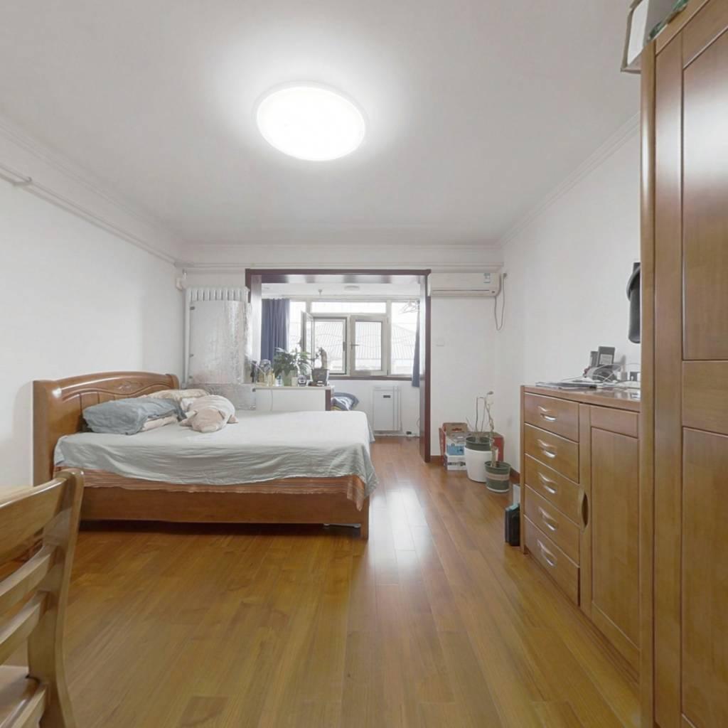 精装一居室 91年建成楼龄新 小区安静管理好