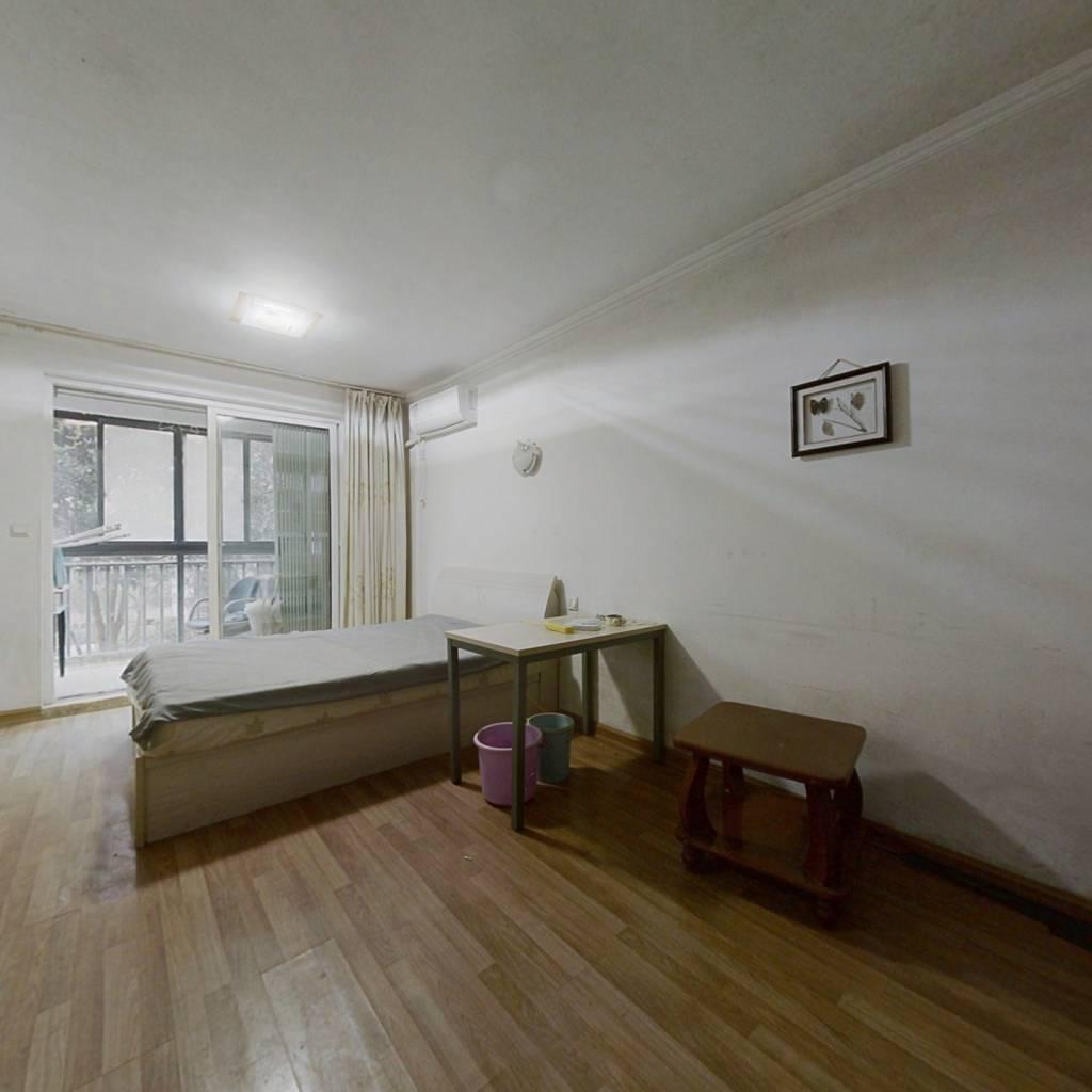 此房满五,户型好,楼层佳,采光充足视野宽阔