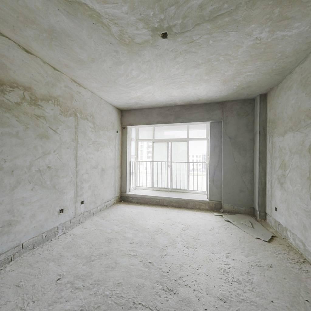 优质好房,中高层毛坯两房,位于繁华地段