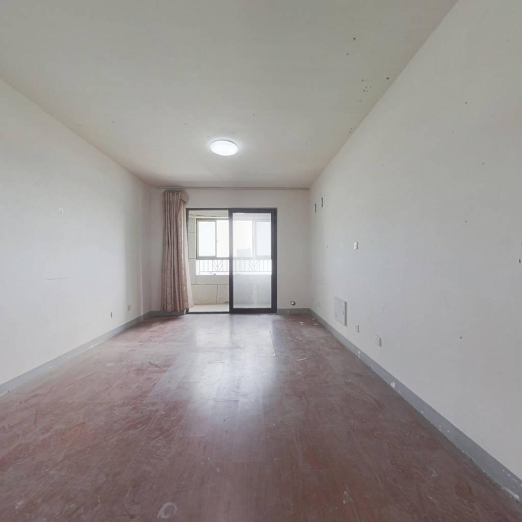 地铁口,前排小三房,毛坯房,满两年,看房随时有钥匙