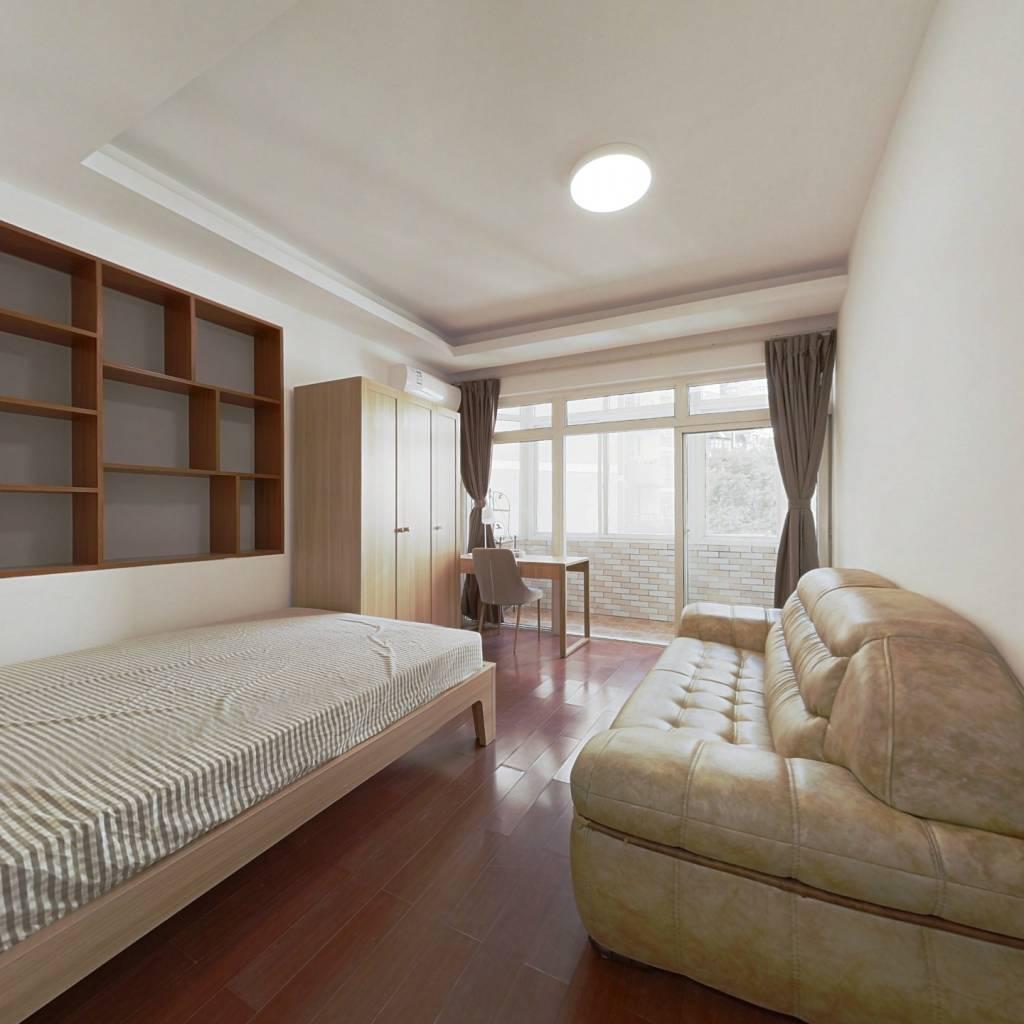合租·临江花园 5室1厅 东北卧室图