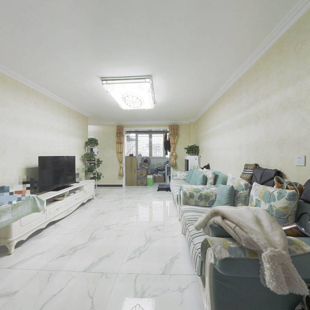房子精装修,户型方正,满五年唯一商品房,交通便利。