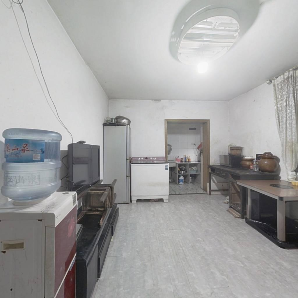 二楼的小户型房源,业主诚心卖 小区紧靠黄花街小 学