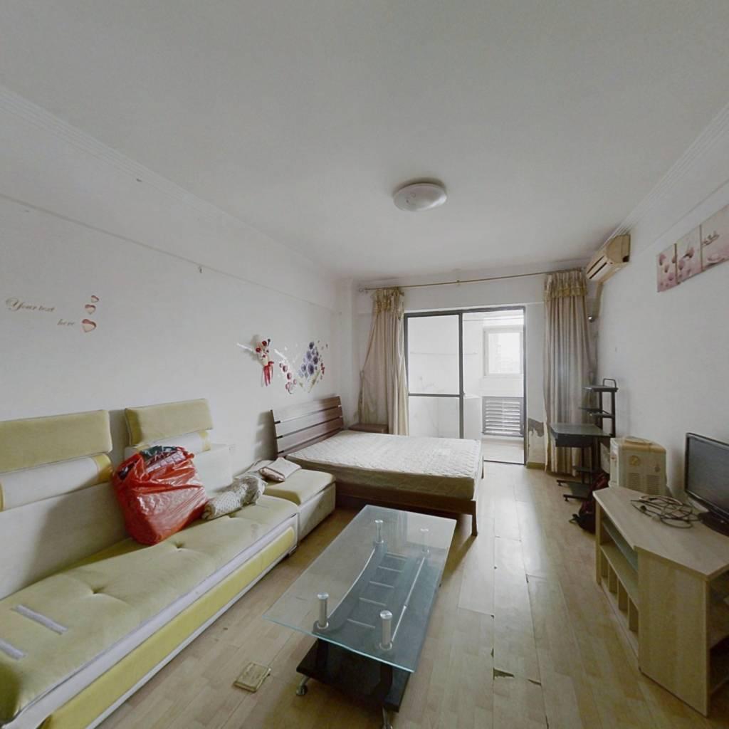 万豪单身公寓。采光好,户型佳。楼层好,