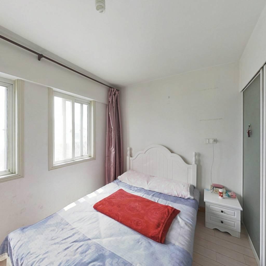 宝龙公寓房  一室一厅一卫  采光好  拎包入住