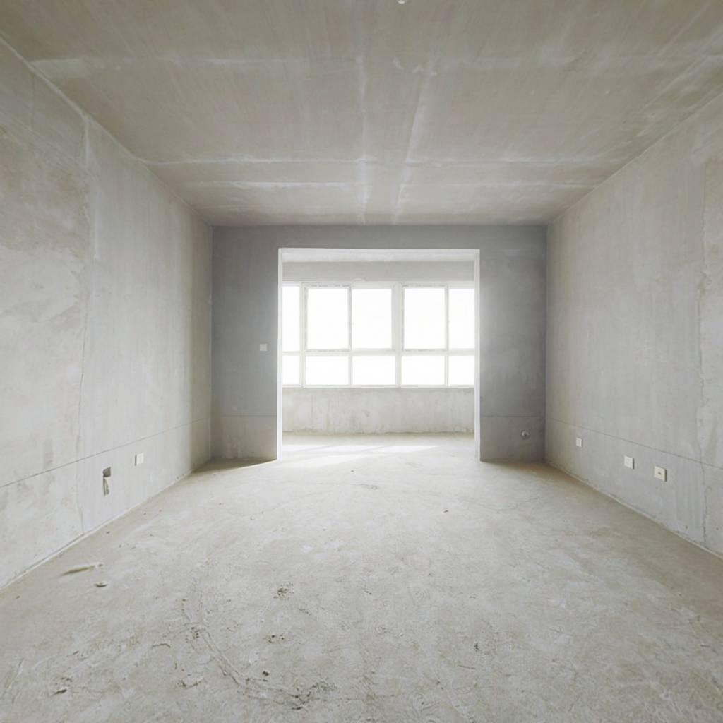 房子是毛坯,可以自己装修的。配套设施齐全