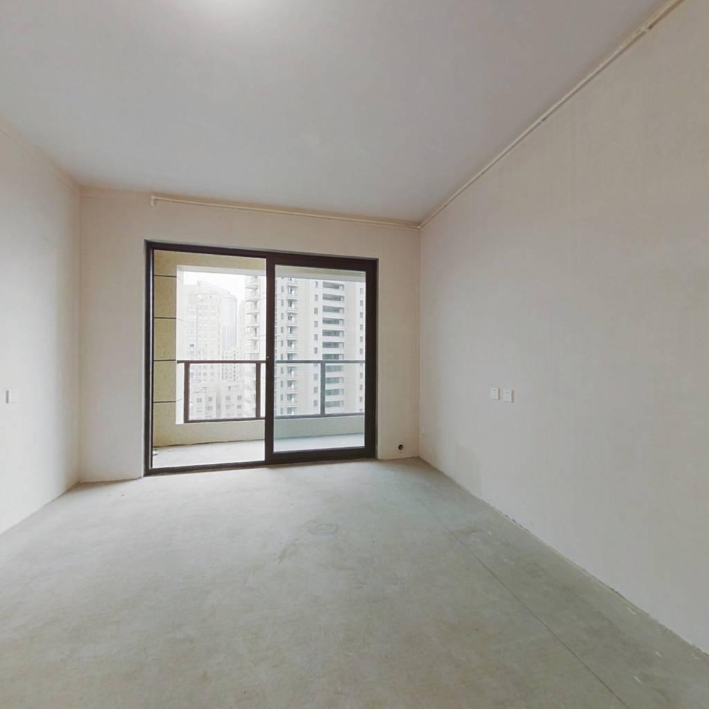 此房采光好,通透格局,位城东繁华地段,交通十分便利