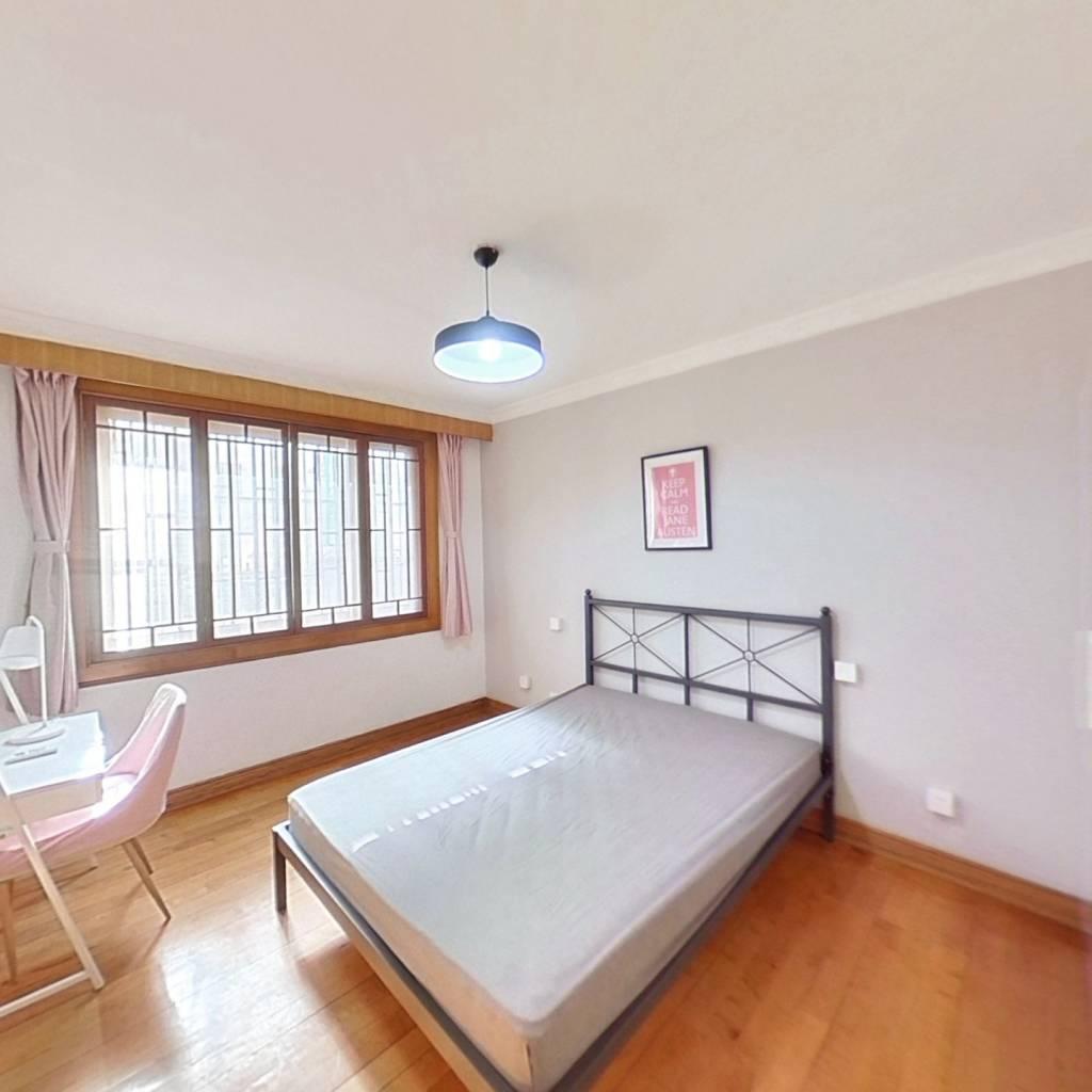 合租·鹤北新村二街坊 3室1厅 南卧室图