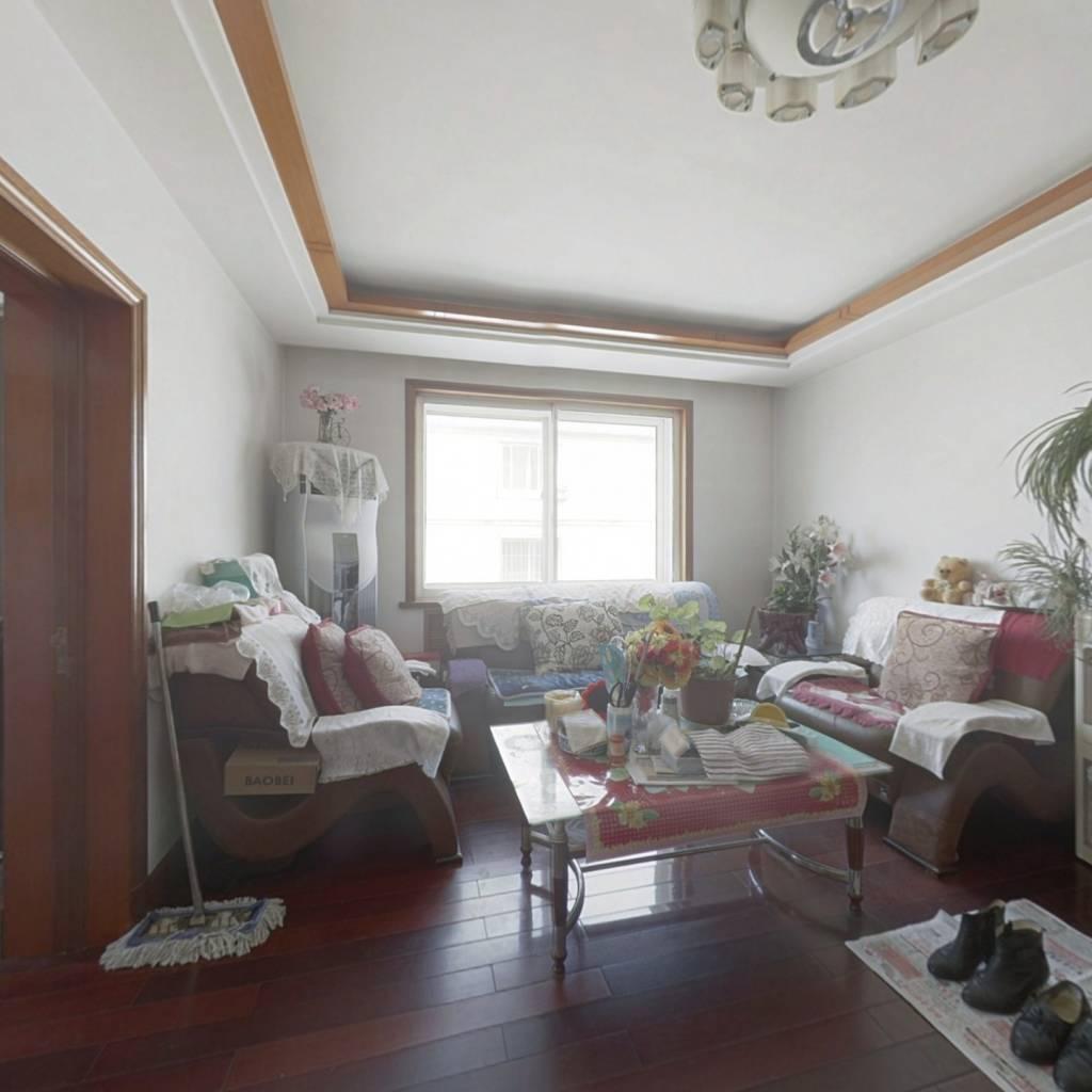 房子是南北户型 四室的房子 屋内保持很好 拎包入住