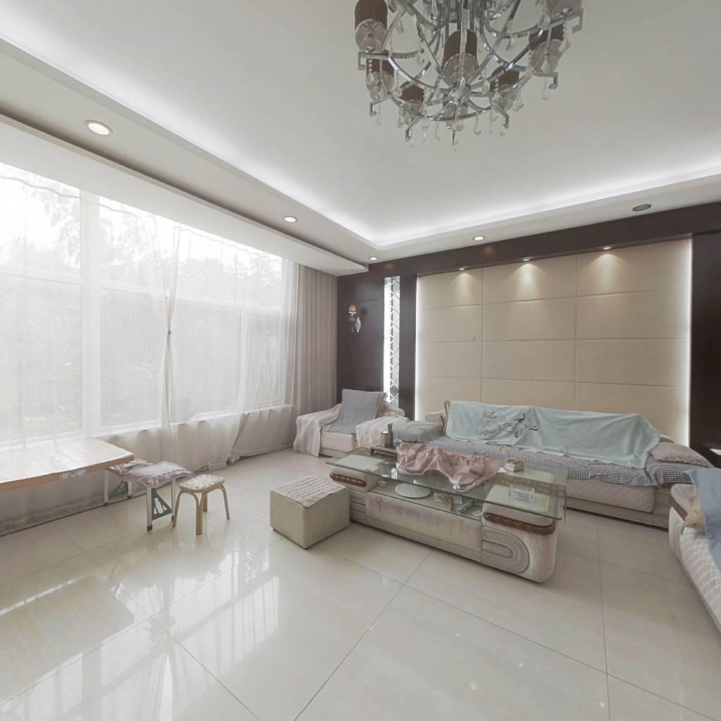闲庭雅舍别墅,上下三层带南北露台,精装可贷款