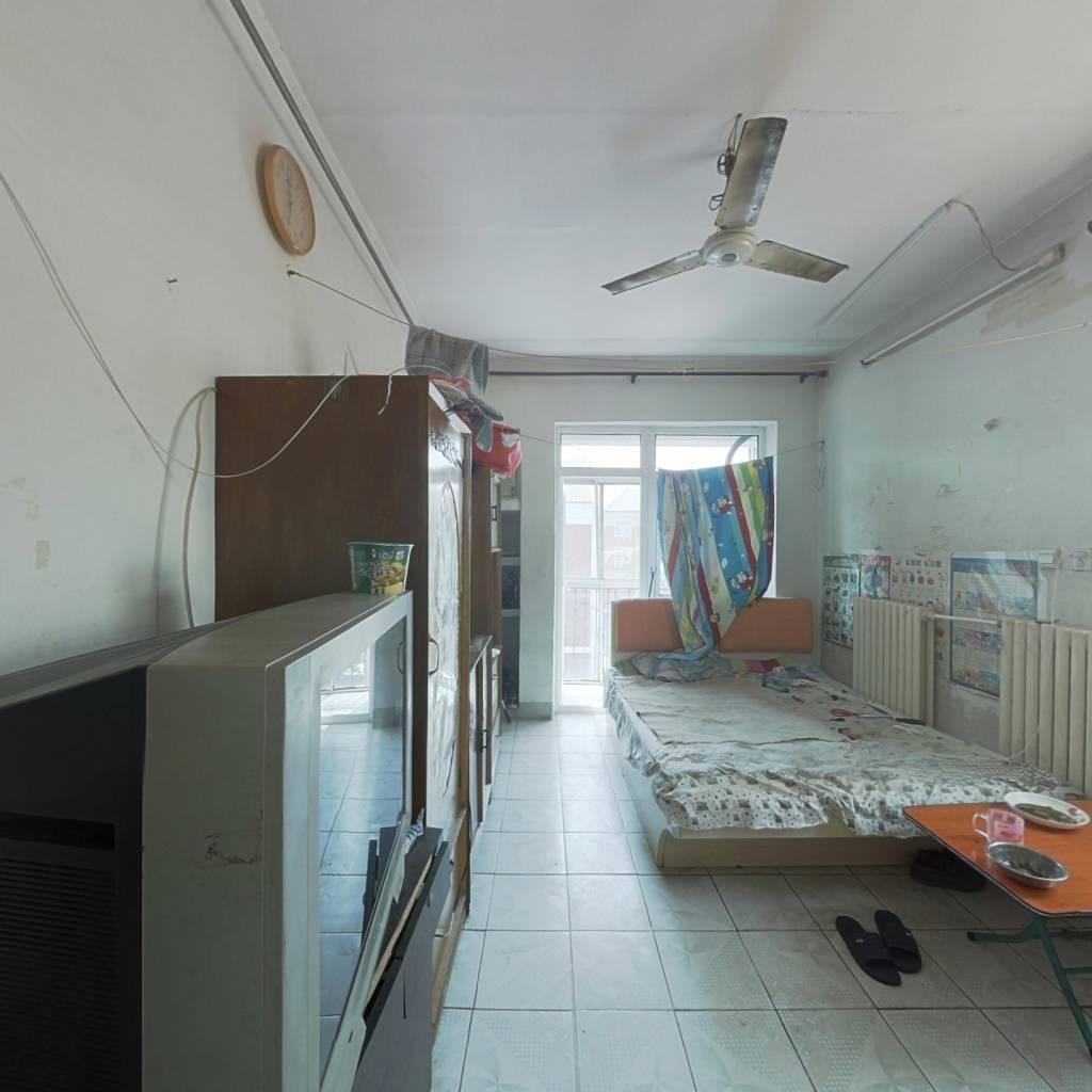 建工里 通透两室 过五年 有长期租户 看房方便