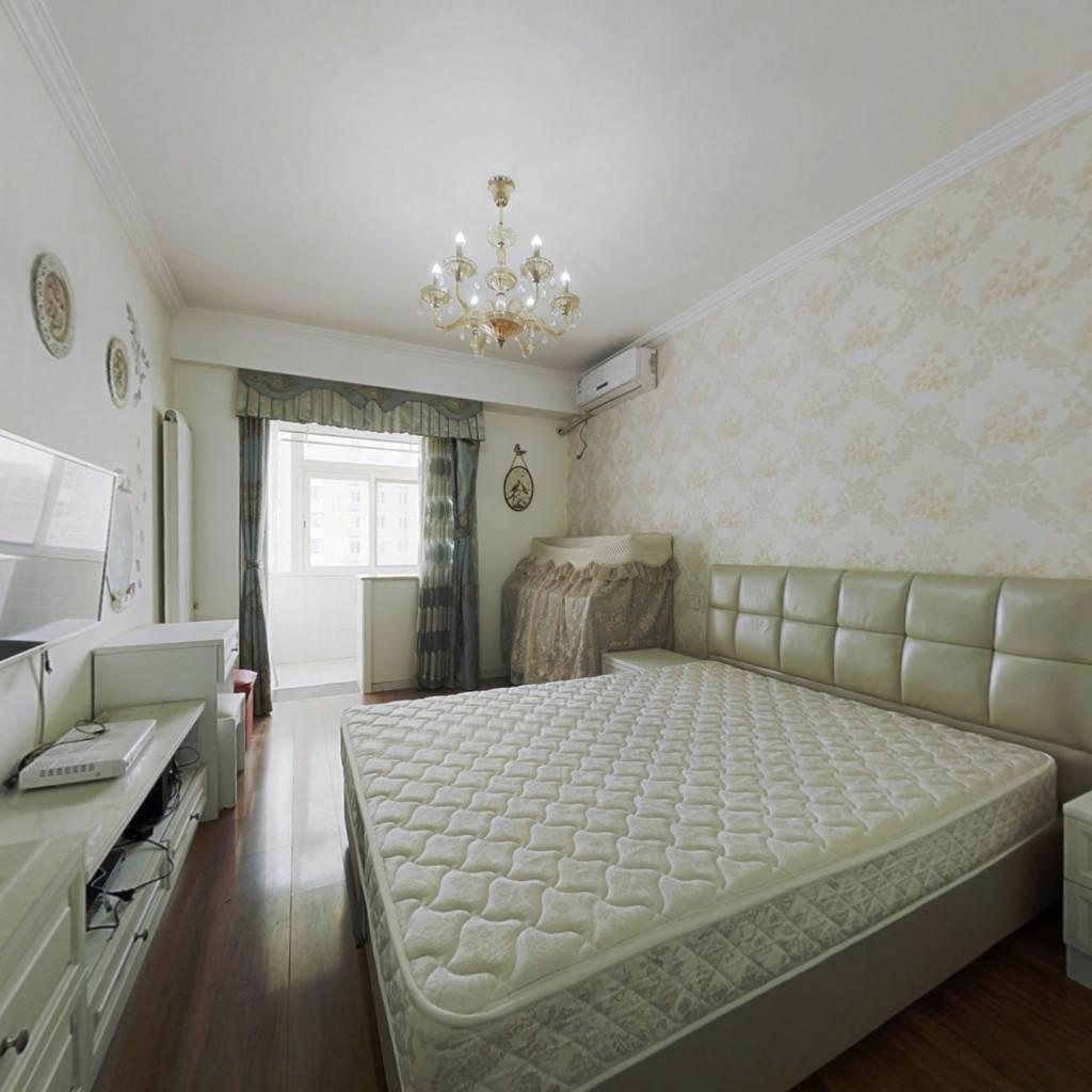 军博 铁东小区 两居室 精装修 满五年