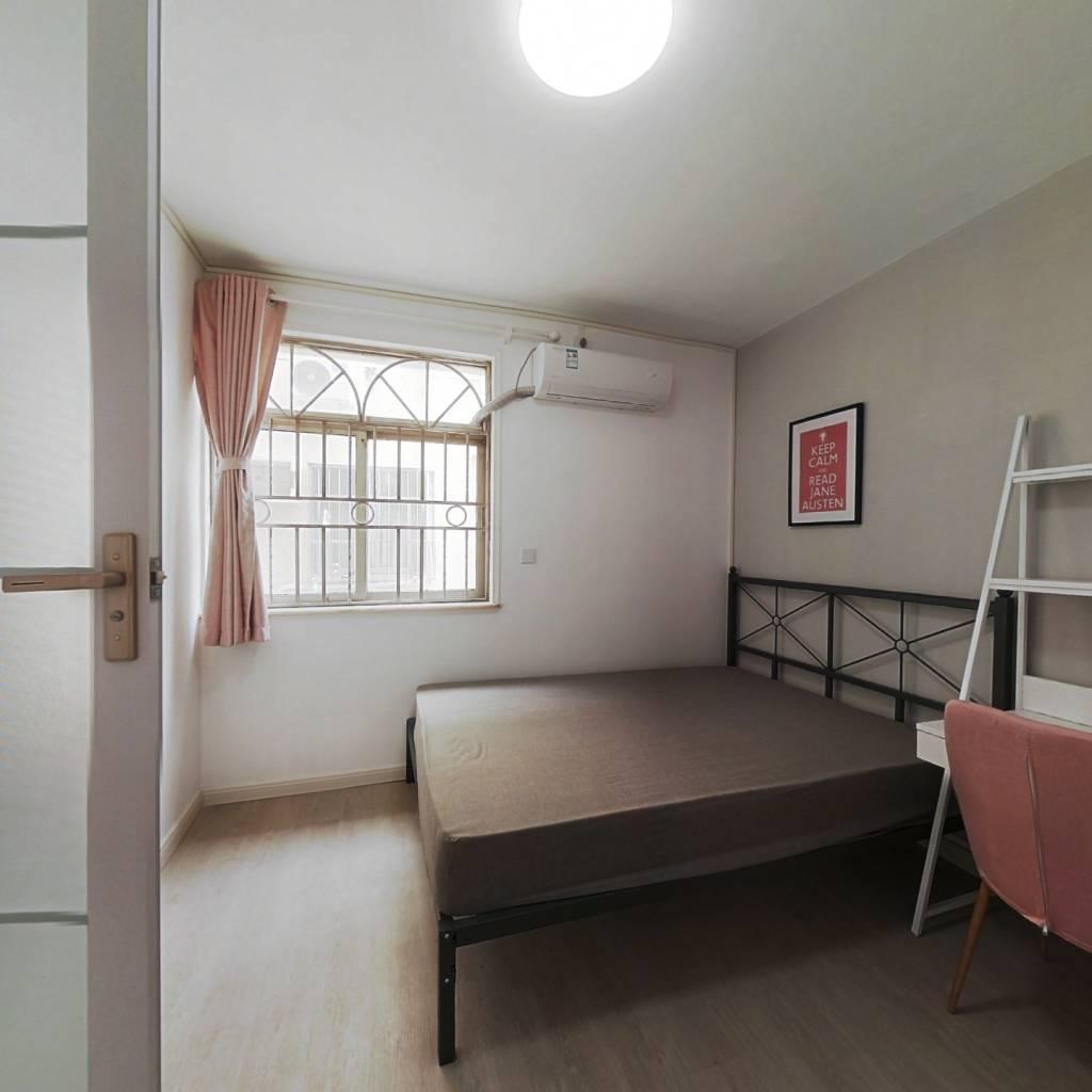 合租·英达花园 5室1厅 东卧室图
