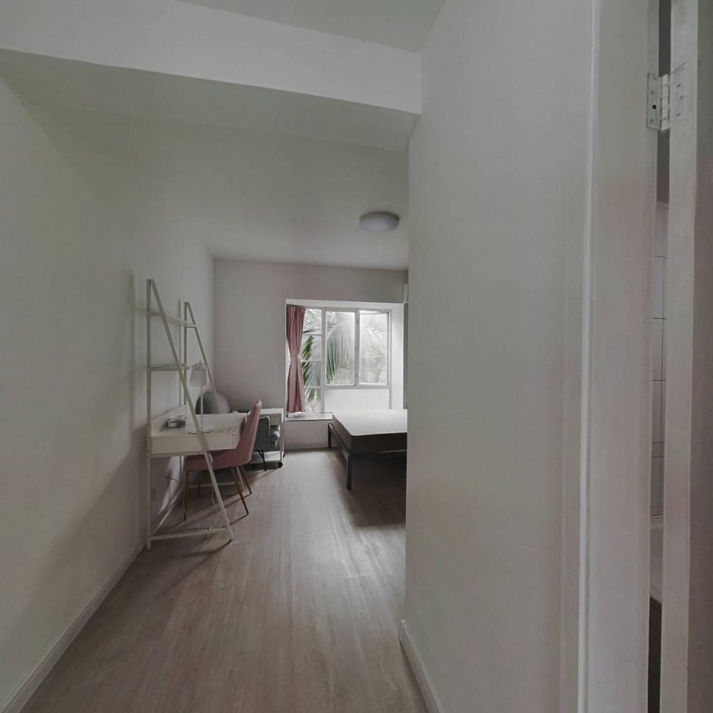 合租·万科四季花城二期 4室1厅 北卧室图