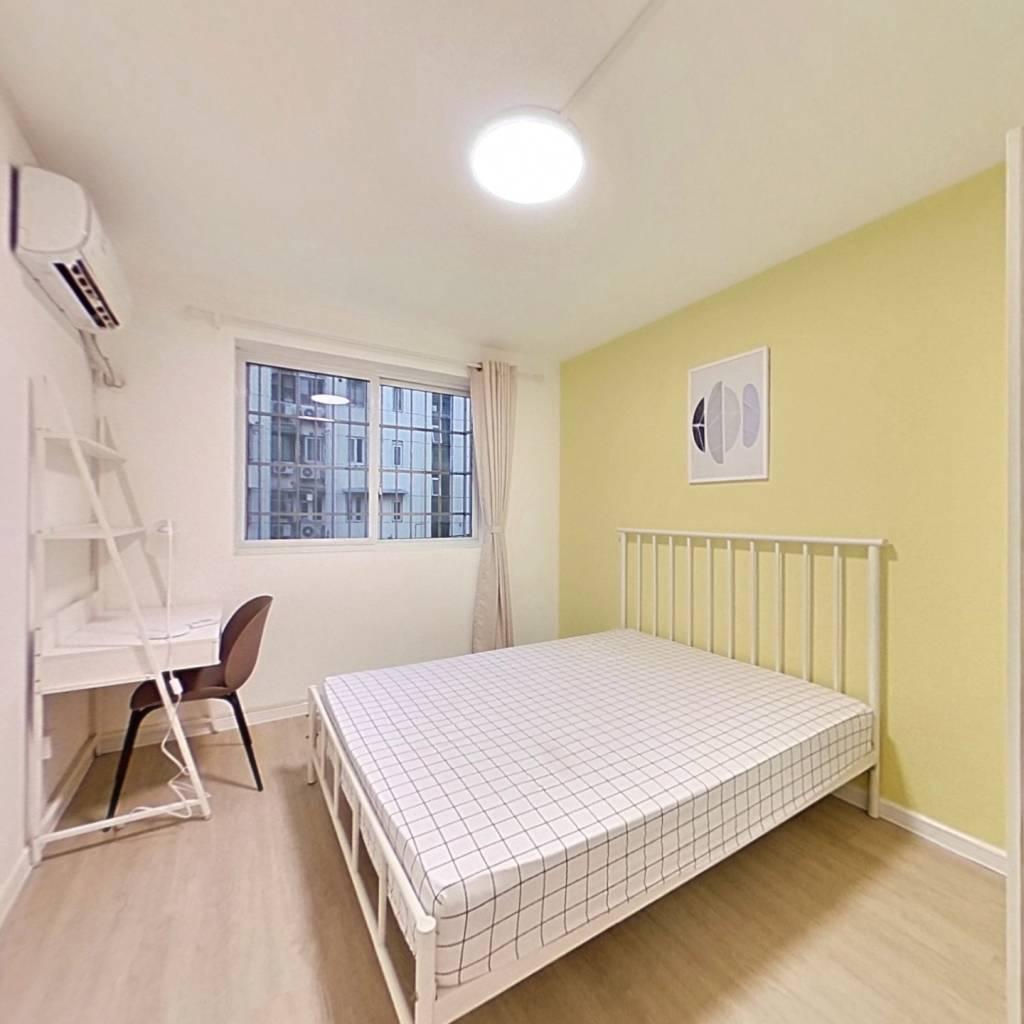 合租·瑞达苑 3室1厅 南卧室图