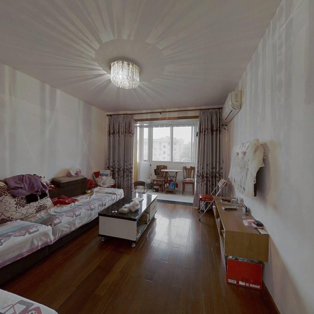 南北两房一厅,自住装修,楼层好,前无遮挡采光好