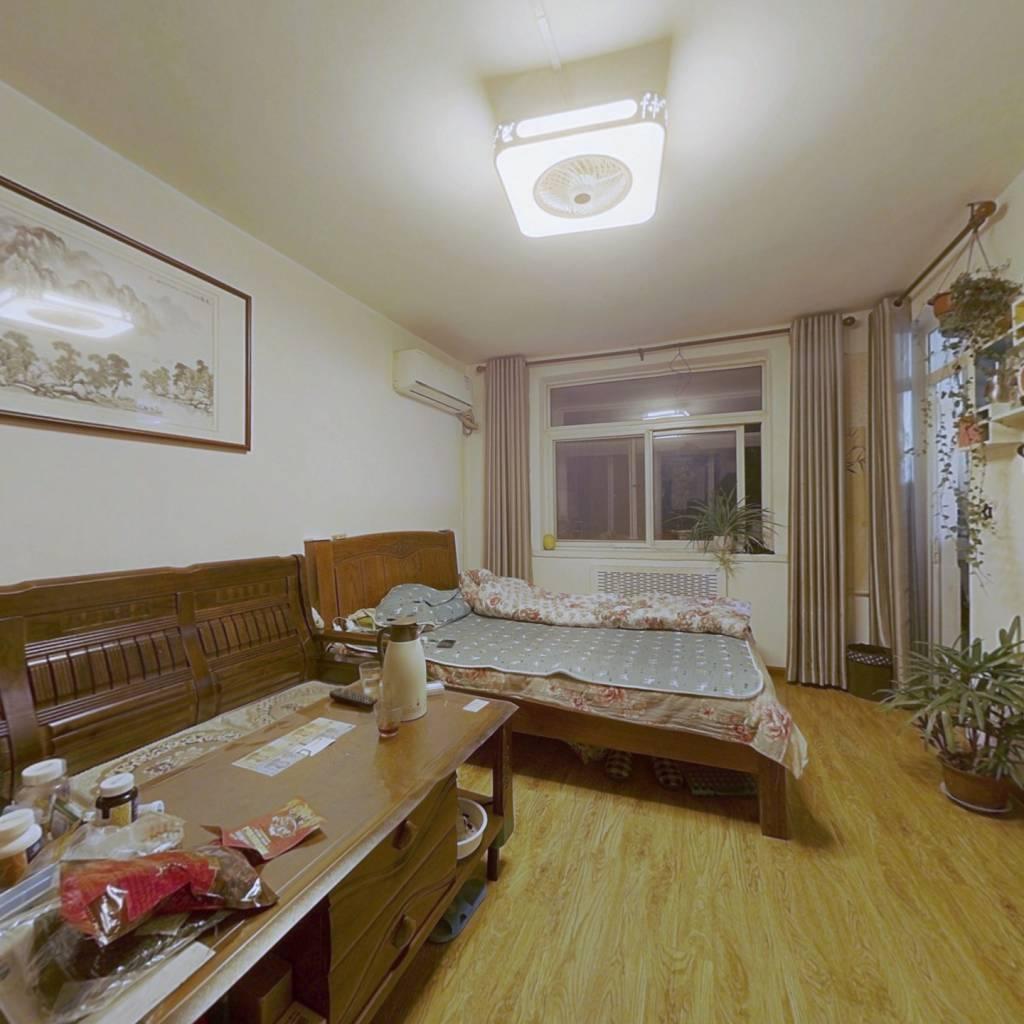 房子采光好 交通方便 免高税 适合年轻人居住的过渡房
