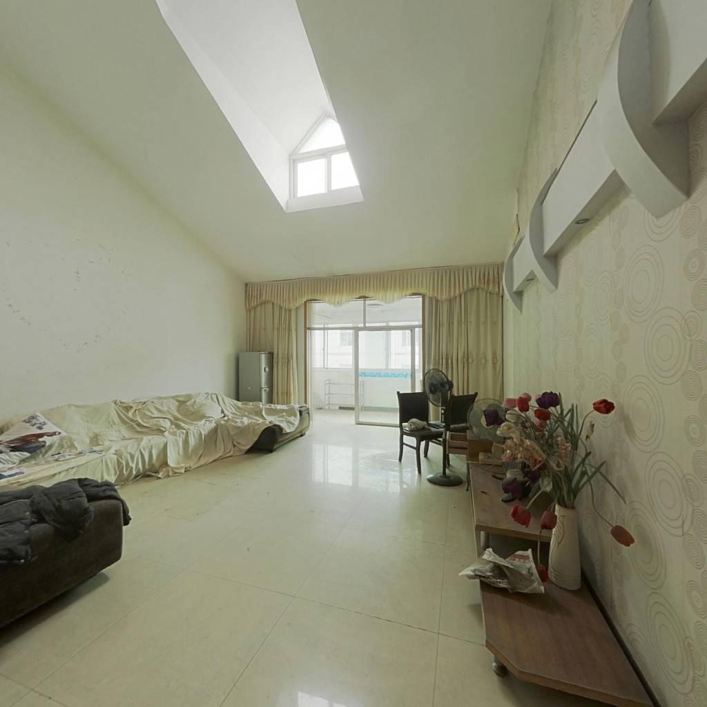 业主诚心出售 房子居家装修 四房两厅 随时看房