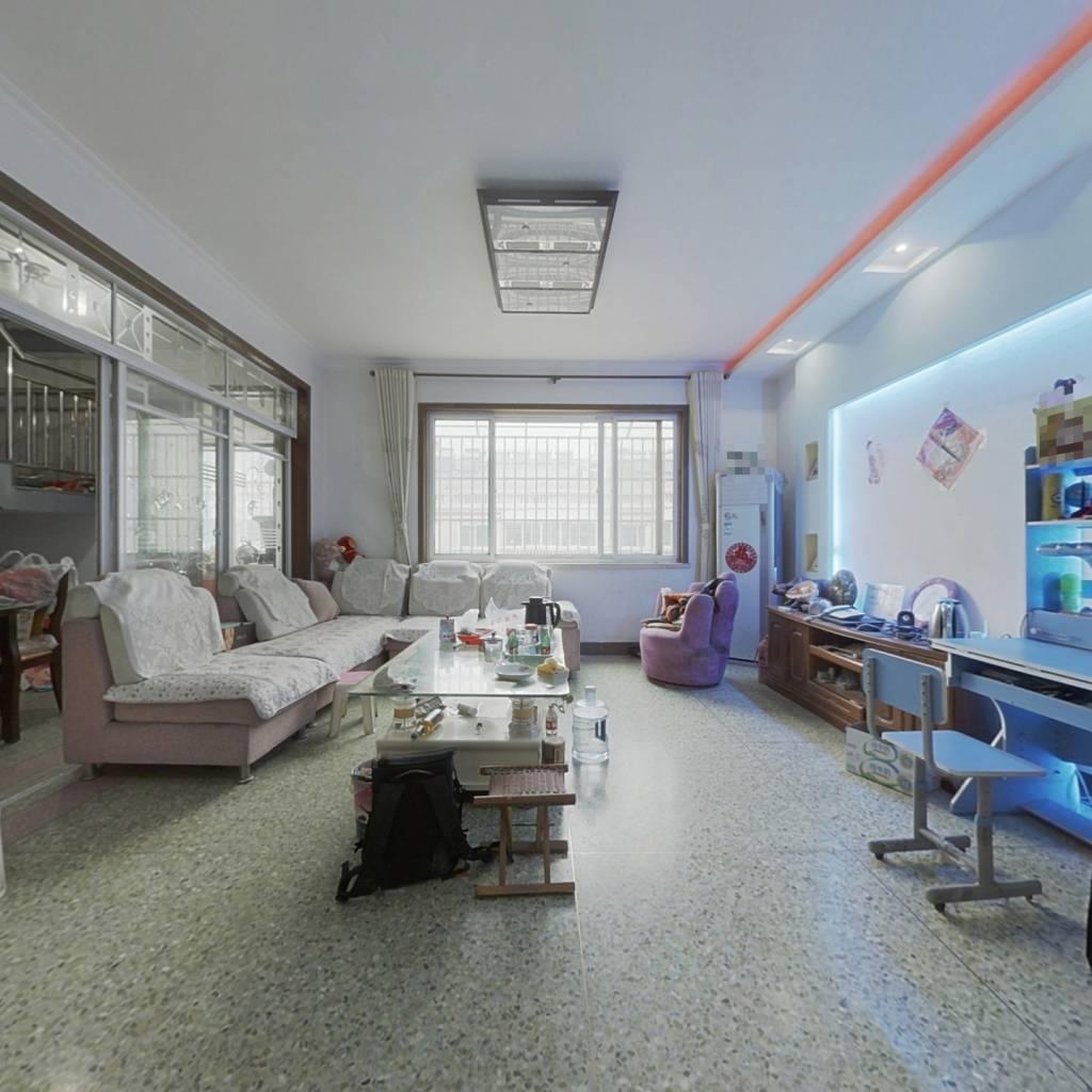 长清城区,精装五室大户型,价格合理,上下复式。