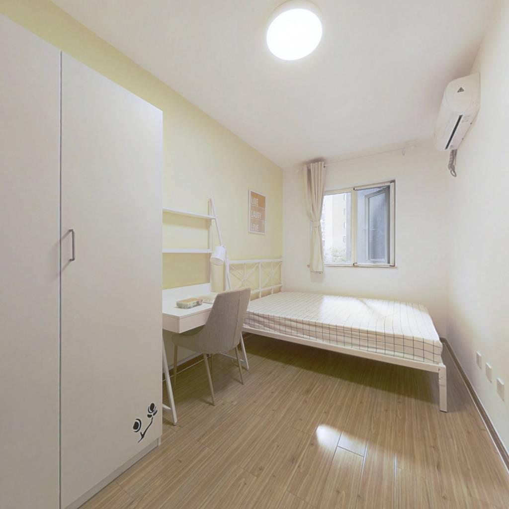 合租·蓝光凯丽香江 4室1厅 西卧室图