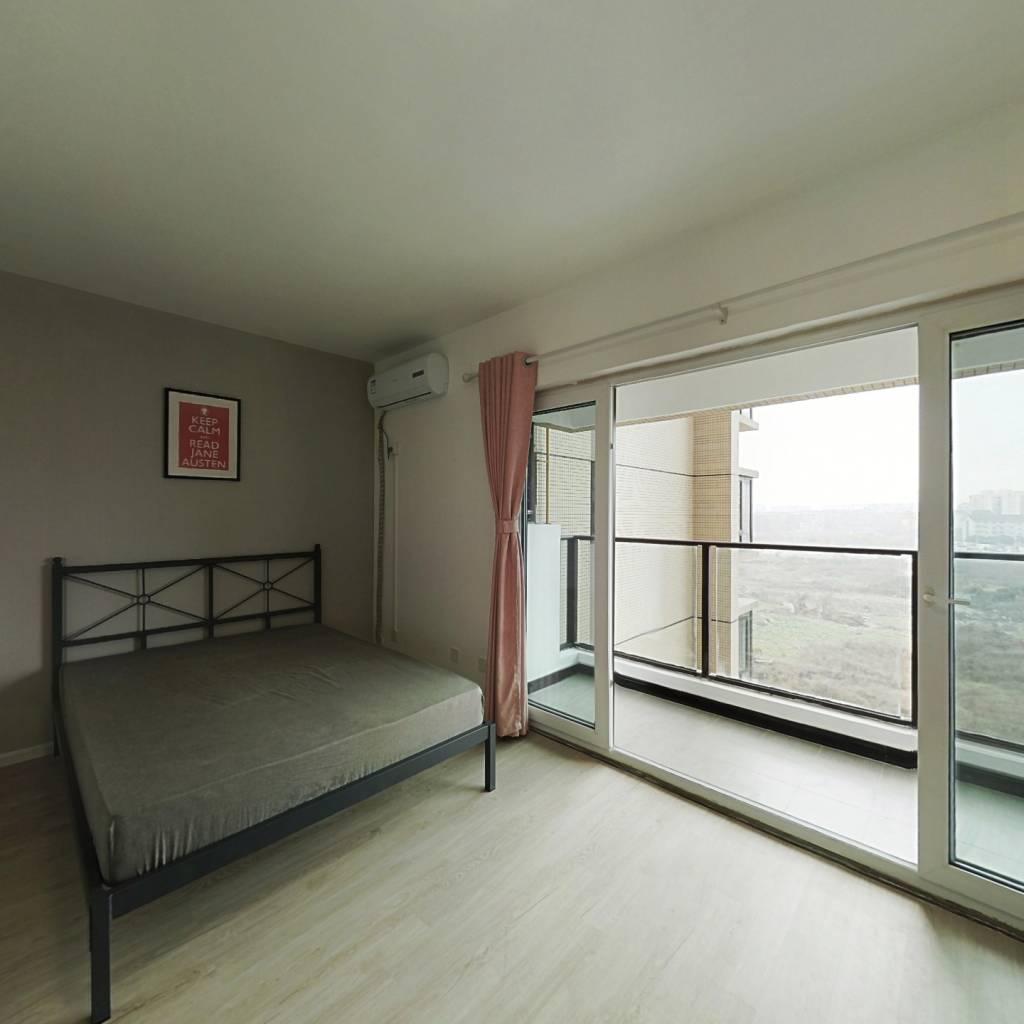 合租·保利花园五期悦榕郡 4室1厅 西卧室图